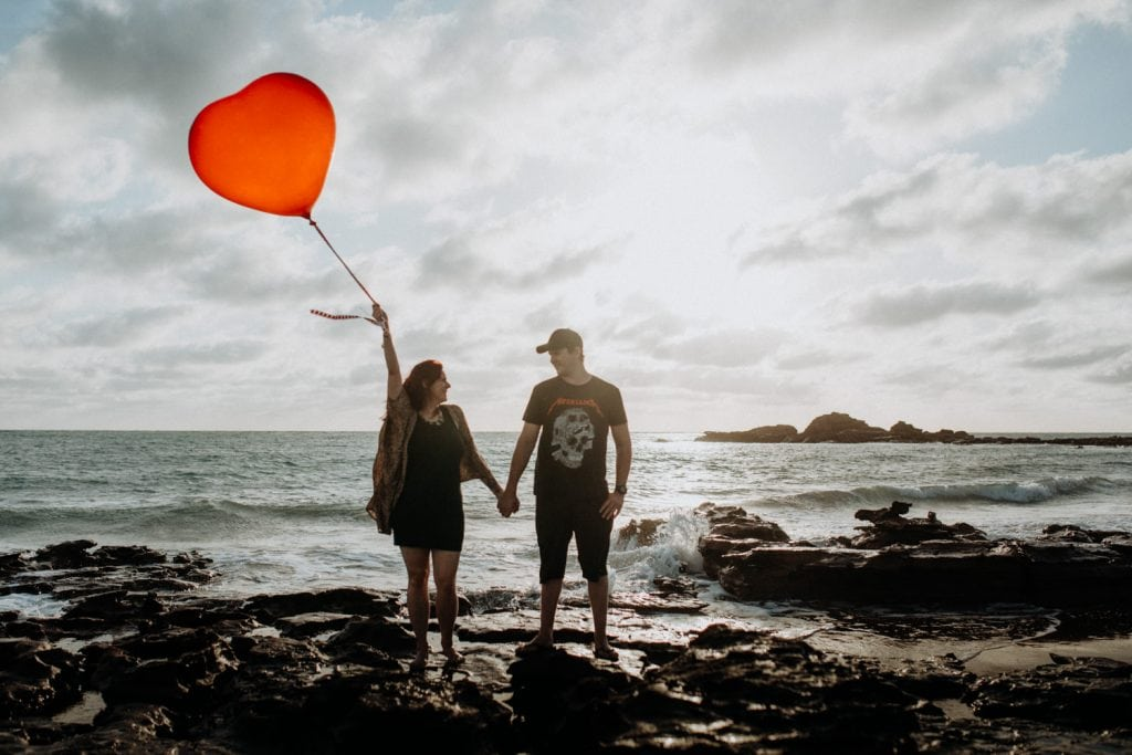 Broome maternity photographer couple with balloon