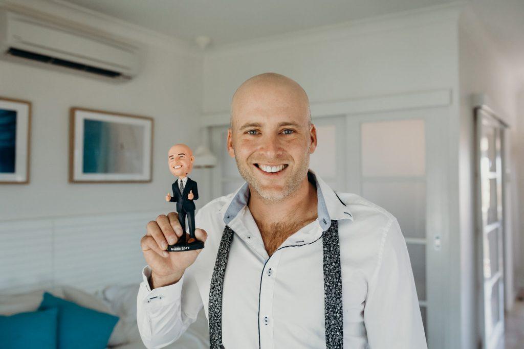 groom with bobble head
