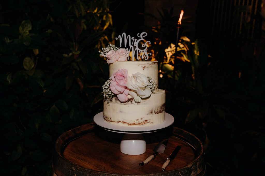 wedding cake with mr and mrs sign