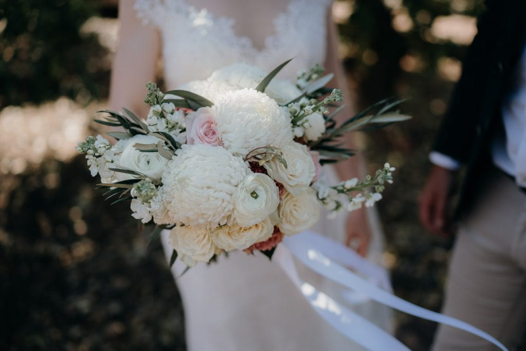 flower bouquet with white and pink